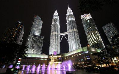 Kuala Lumpur – Tropfsteinhöhle, freilaufende Affen und Tempel