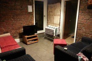Schicksal - Wohnzimmer in der Wohnung in Toorak