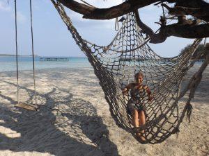 Entspannung pur in einer Hängematte auf Pulau Menjangan-Kecil
