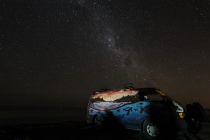 Bulli unter autralischem Sternenhimmel