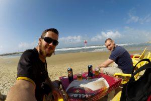Bierchen am Strand von Tel Aviv