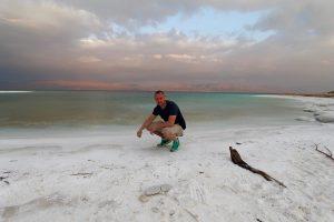 Marcel am Salzstrand vom Toten Meer