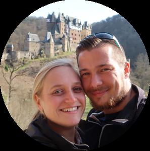 Wir zwei vor der Burg Eltz