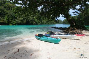 Unsere Kajaks am Strand von Palau