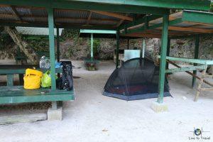 Zelten auf einer einsamen Insel