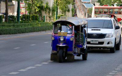 Eine Stadtrundfahrt mit dem Tuk-Tuk durch Bangkok