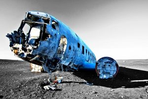 Flugzeugwrack von vorn
