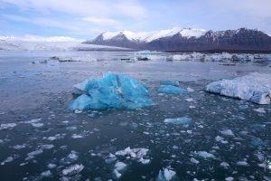 kristalllauer Eisberg im Jökulsárlón