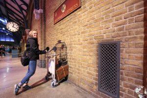 London durch die Wand zum Gleis Richtung Hogwarts
