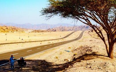 Mit Fahrrad durch die Wüste von Ägypten