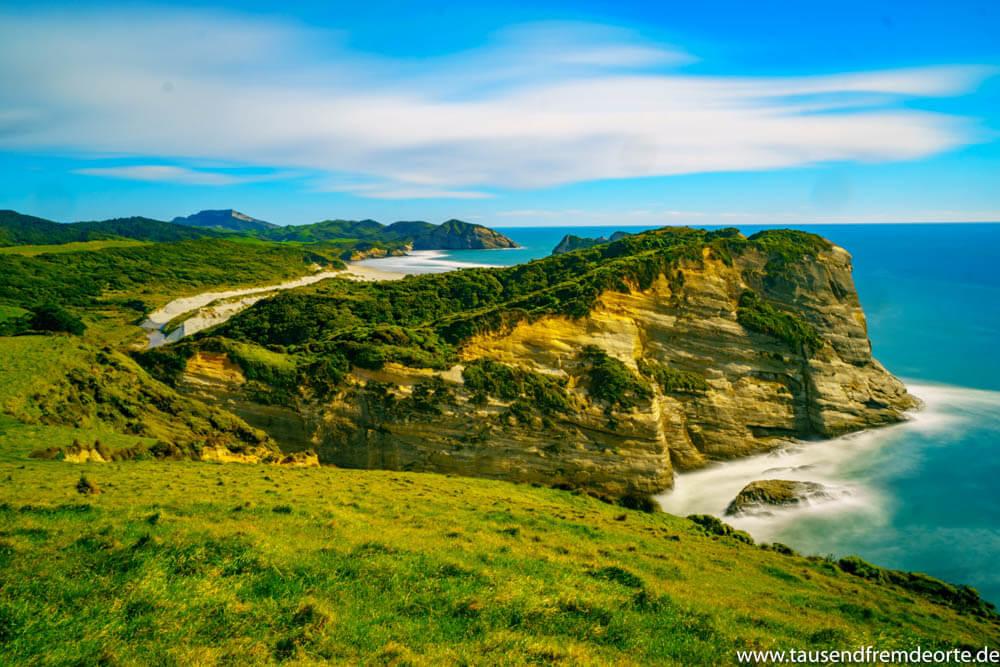 Rauhe und imposante Küste am Cape Farewell