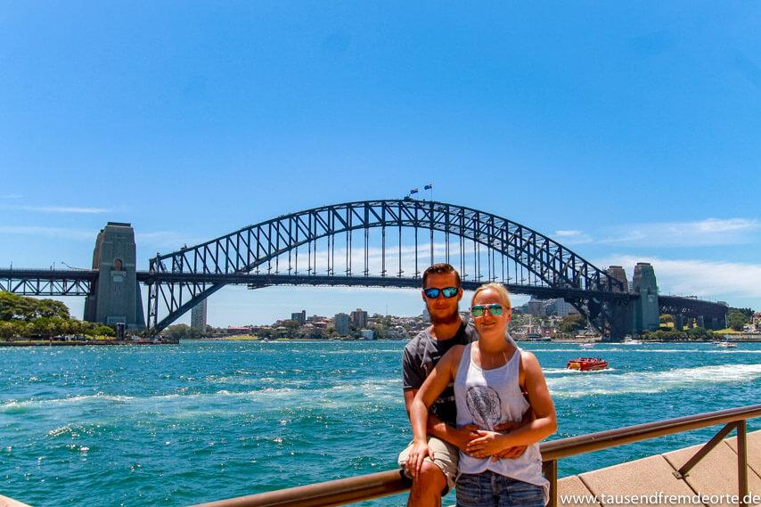Foto vor der Harbour Bridge Sydney Sehenswürdigkeiten